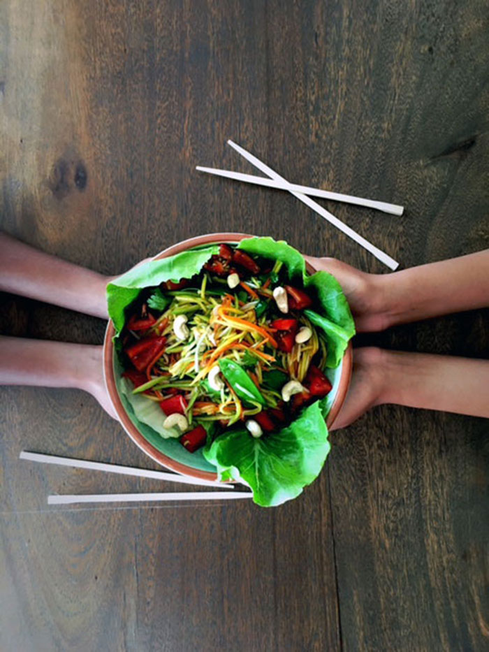 Thai style som tam green mango salad — Food to meet you.
